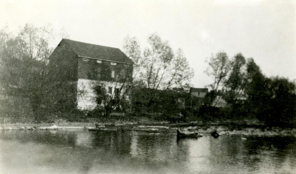 G.S. Menzie, OCA students in front of the Grange (September 1922)