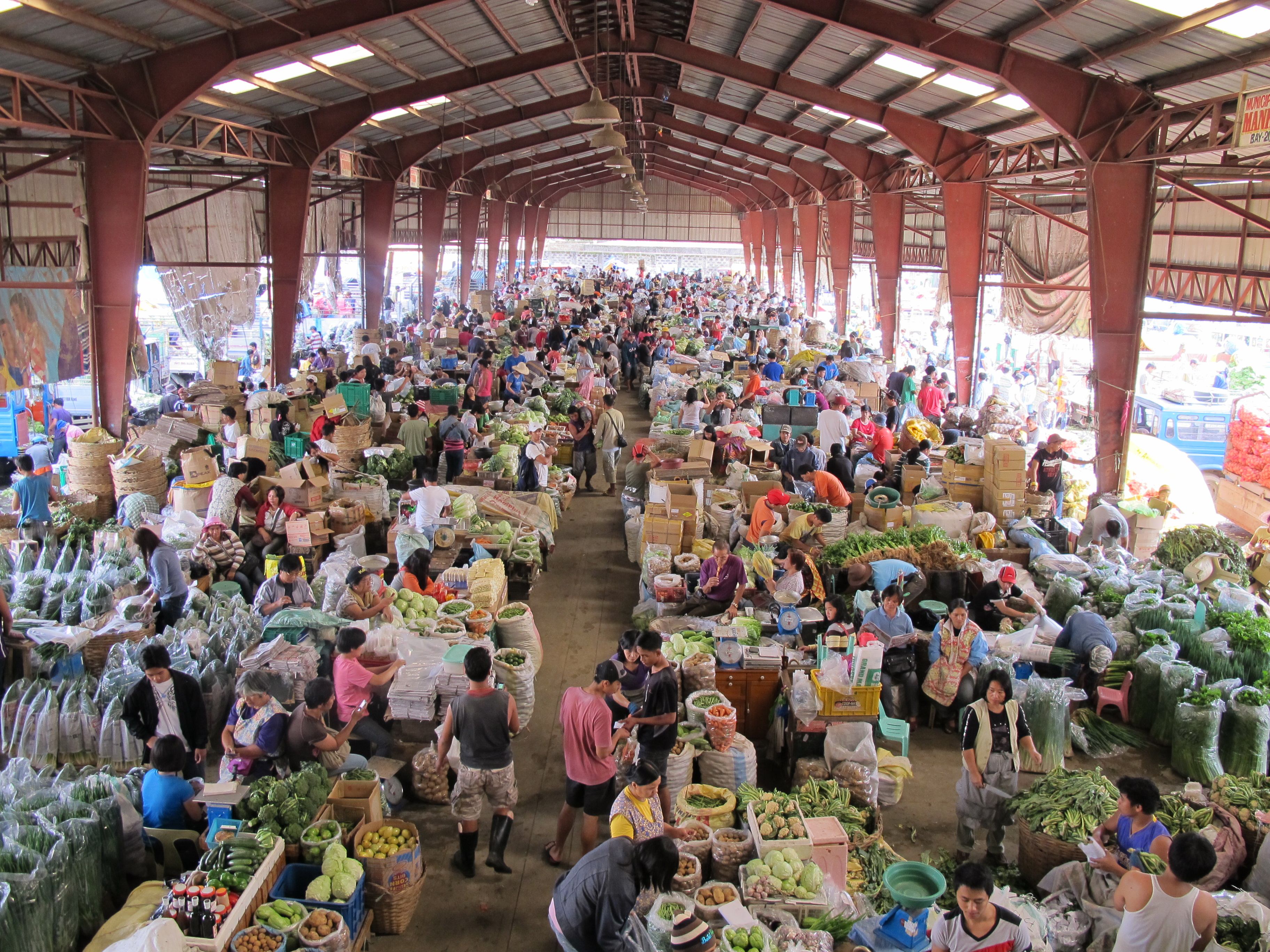 Photogarph of a large hall filled with shops: the La Trinidad Space vegetable trading post, Benguet Province, Philippines