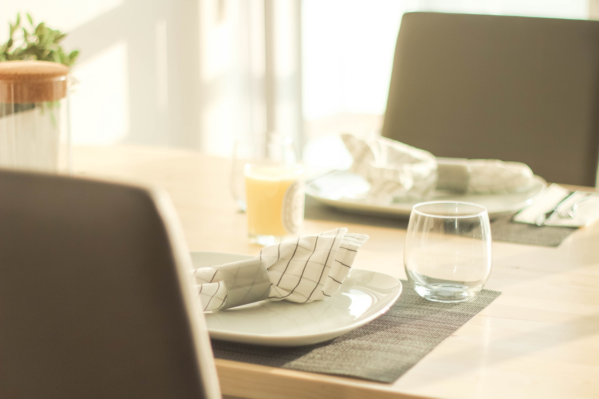 Shift Table Dining