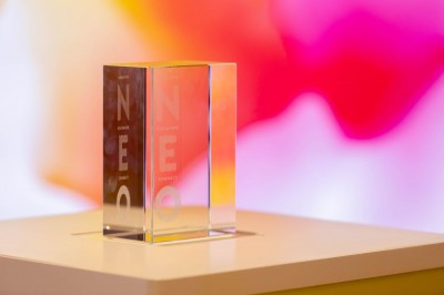 Neo Exchange Lobby glass sculpture with log