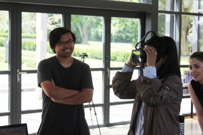 Professor Immony Men and MDes Student, Shreeya Tyagi try a VR prototype