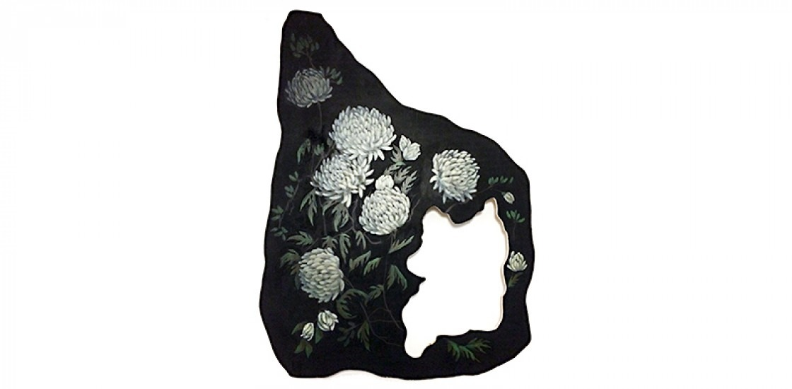 Images of the flower Chrysanthemums painted on wood.