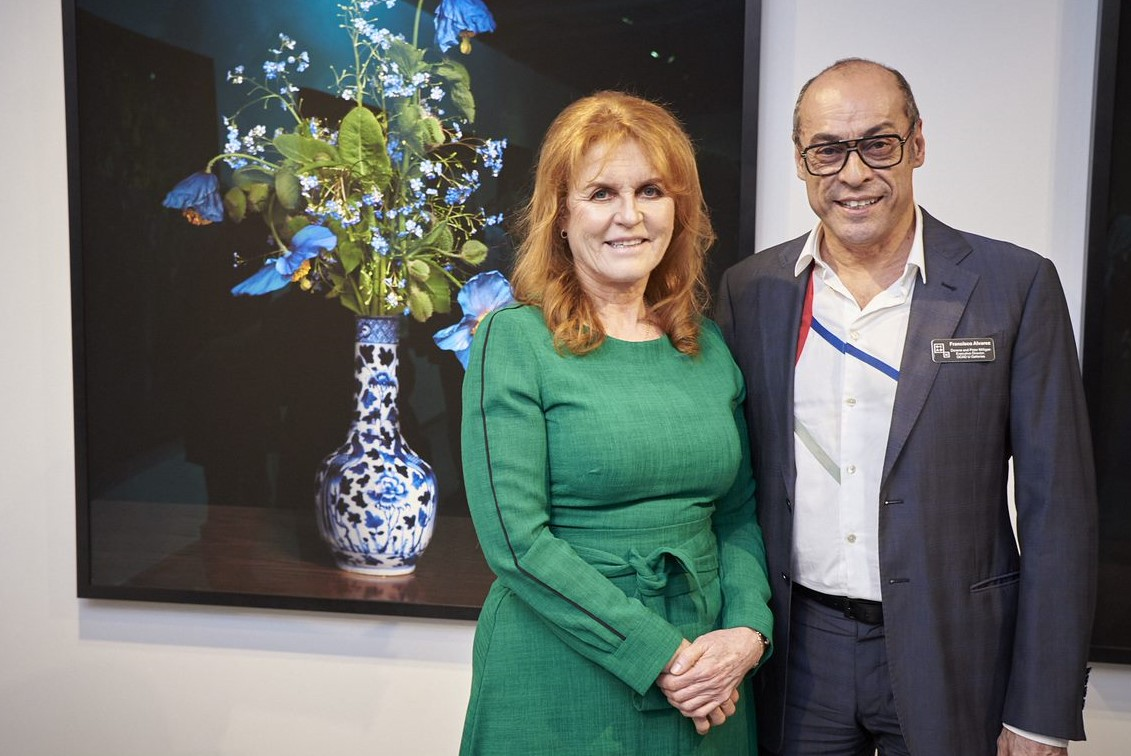Sarah, Duchess of York, with Francisco Alvarez at Onsite Gallery, photo by Kathryn Hollinrake