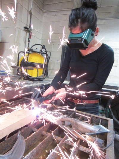 Student using a plasma cutter. Photo by Evi Hui.