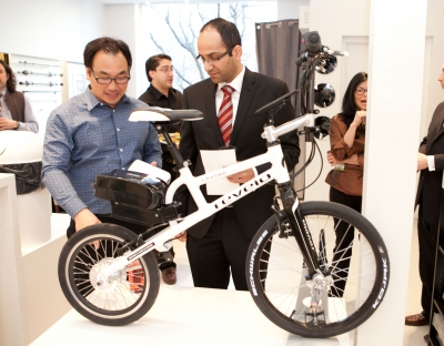Photo of Henry Chong with his E-bike