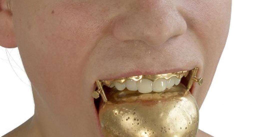 Image of Lauren Kalman's jewelry piece