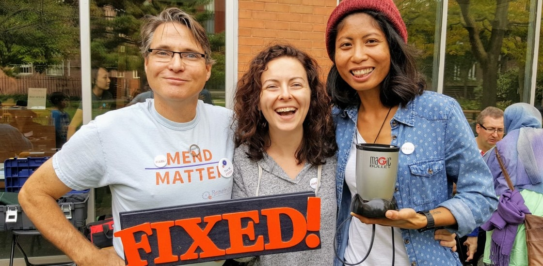 Repair cafe volunteers with fixed blender