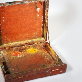 Photo of the paint box used by Lois Parker