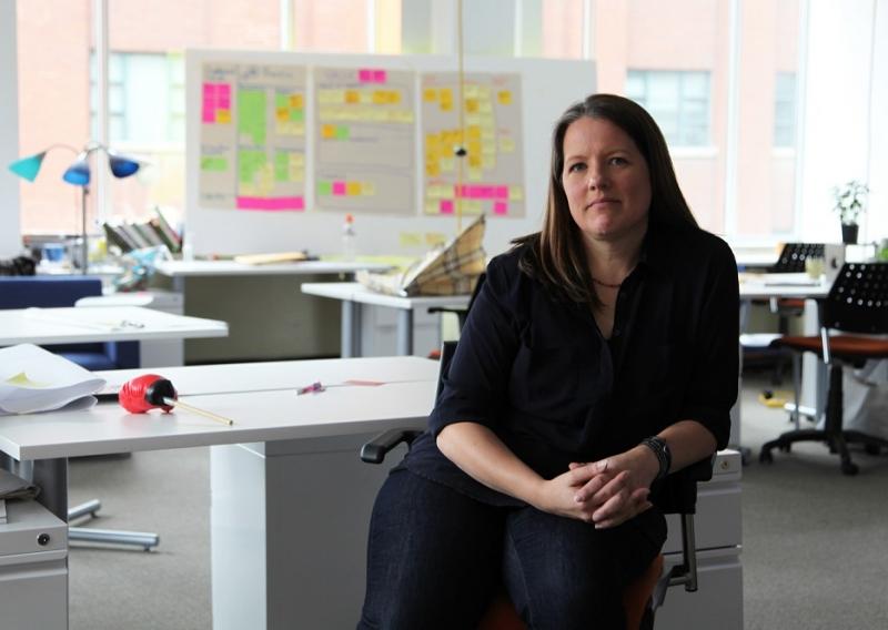 Image of Karen Oikonen sitting at desk.
